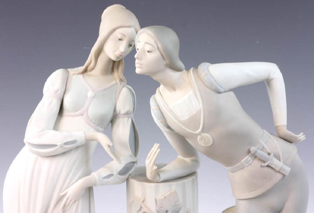Large Lladro Figurine of Couple - 7