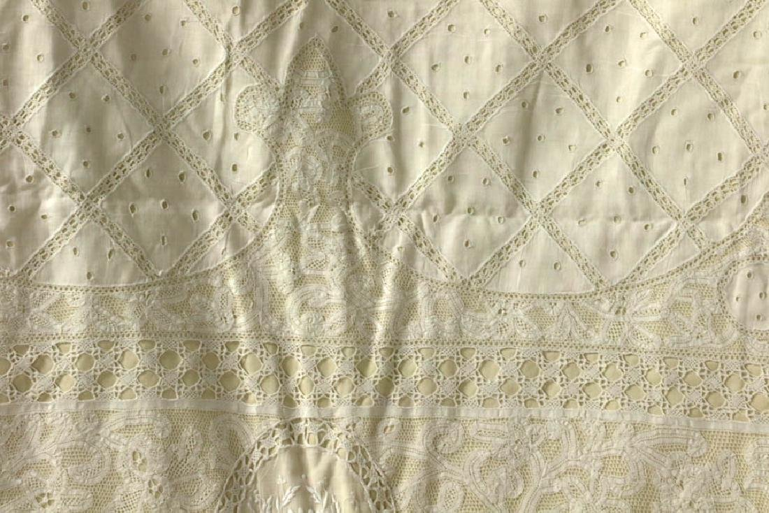 Antique Lace Full Size Bedspread - 2