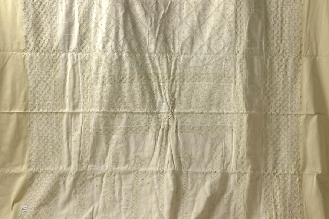 Antique Lace Full Size Bedspread - 4