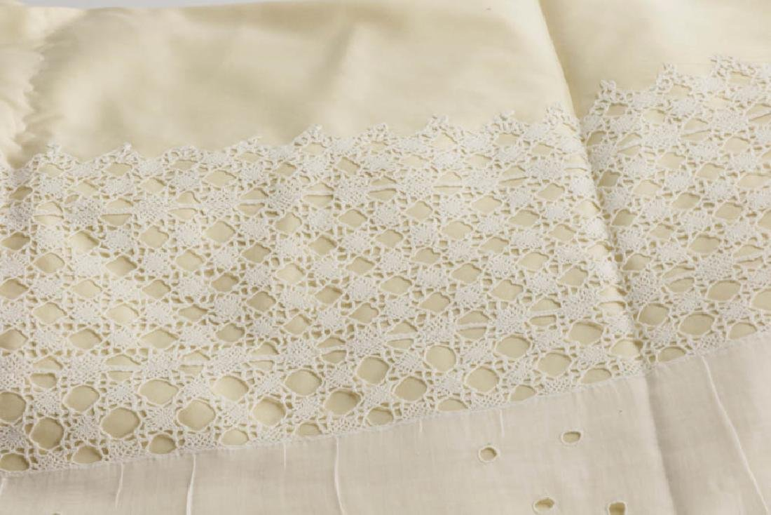 Antique Lace Full Size Bedspread - 6