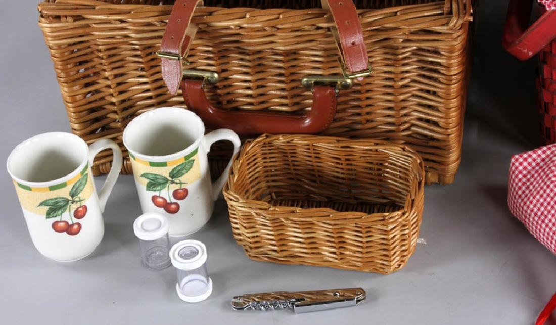 Picnic Basket and Trays - 5