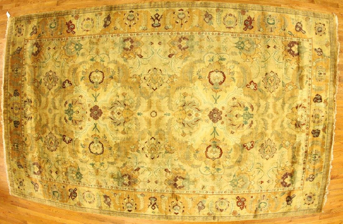Exceptional Indo-Sultanabad Agra Rug