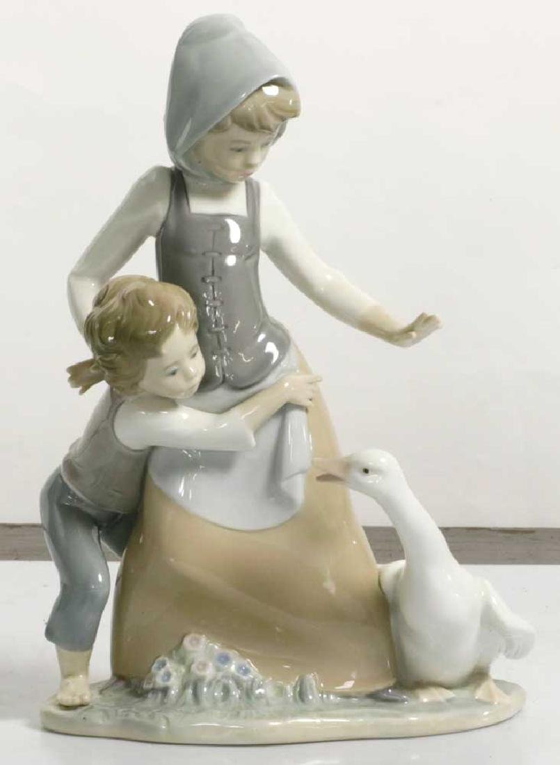 Two Lladro Figures Children and Geisha - 2