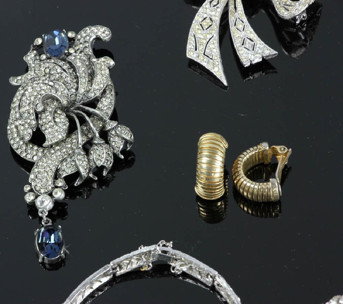 Ten Pieces of Costume Jewelry - 6