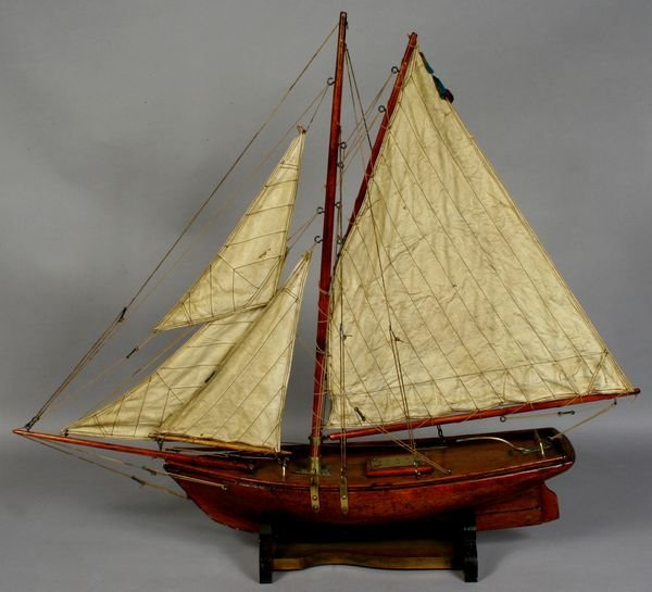 1013: 20th Century Pond Model of Gaff Rigged Sloop