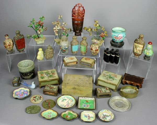 3008: (44) Chinese Snuff Bottles, Boxes, Etc.