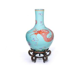 Extremely Fine Rare Chinese Famille Rose Dragon Vase