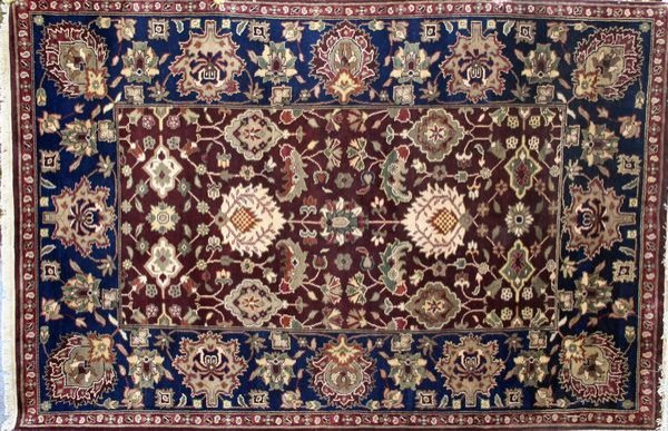 4167: Gorgeous Indo Sultanabad Rug, 6' x 9'.
