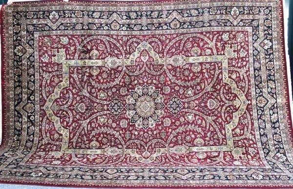 4007R: High Quality Indo Tabriz Rug, 10:40, 9' x 12'.