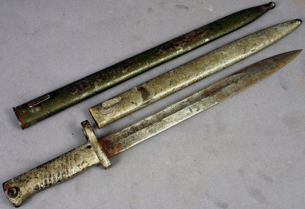 8: WWII GERMAN BAYONET AND SCABBARD
