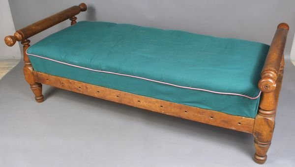 2189A: 1800-1840 New England Curly Maple Day Bed