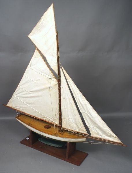 3021: Large Gaff Rigged Vintange Pond Yacht