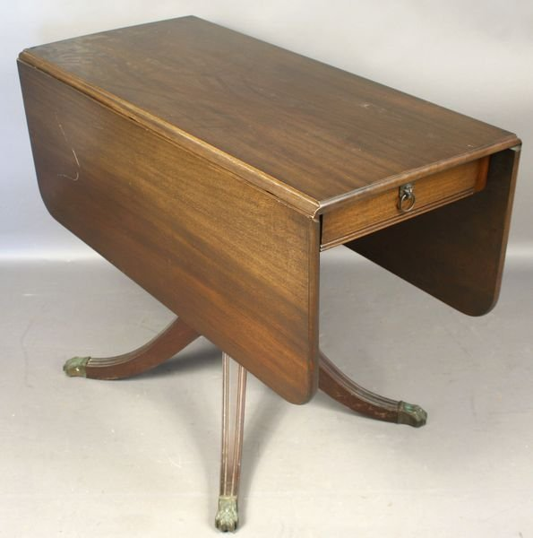 4005: Early 20th Century Mahogany Drop-Leaf Table