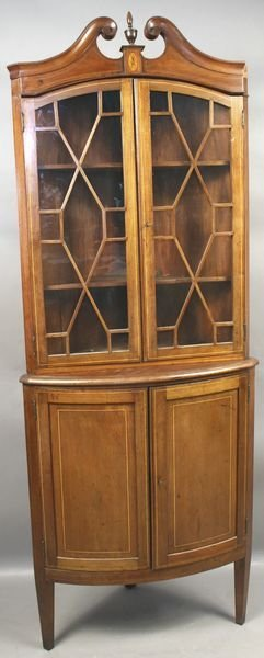 4007: 19/20th C. Federal-style Mahogany Corner Cabinet