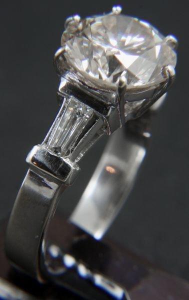 1186A: 18k White Gold Diamond Ring w/ 4ct Center