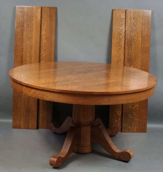 5024: Oak Dining Table w/ Split Base and (4) Leaves