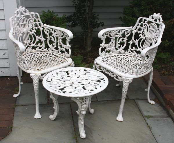 2014: Wrought Iron Garden Table & (2) Chairs Set
