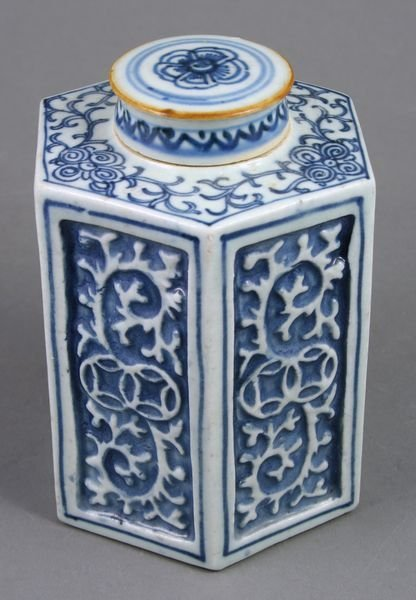 3001: 19thC. Chai Ching Chinese Porcelain Tea Caddy