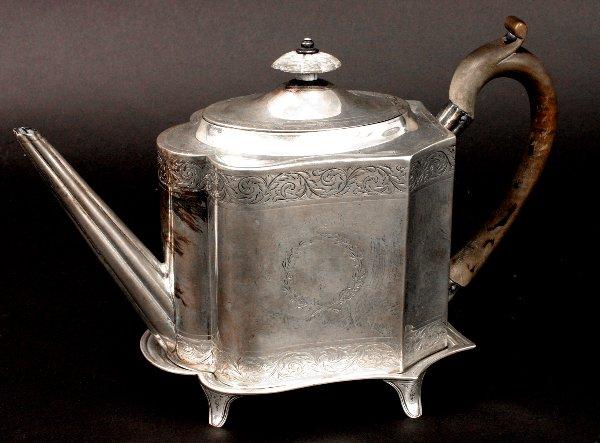 21: EARLY 19TH  CENTURY ENGLISH SILVER TEA POT