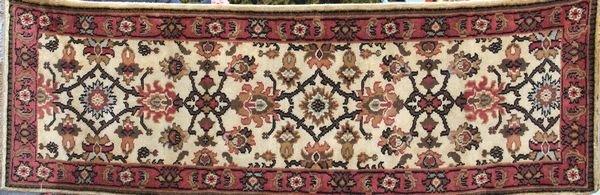 "4001: Fine Indo Mahal rug, 7'10"" x 2'8"""
