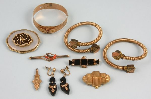 8007: Nine pieces of Victorian gold-filled jewelry