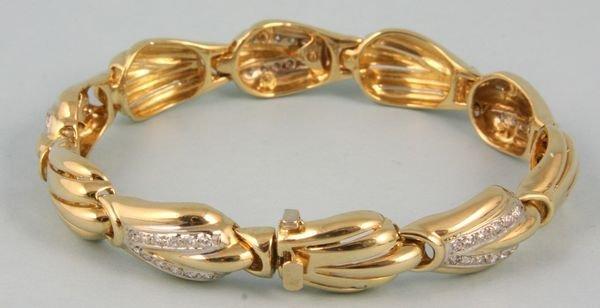 8010: 14k yellow gold and diamond shell bracelet