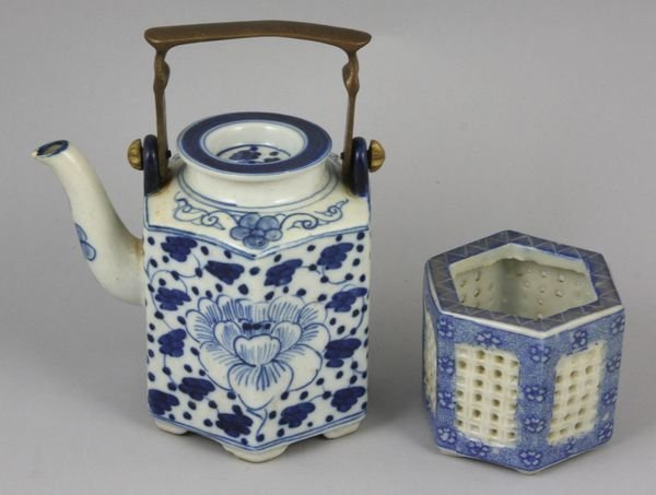 17: Chinese porcelain teapot and reticulation dish