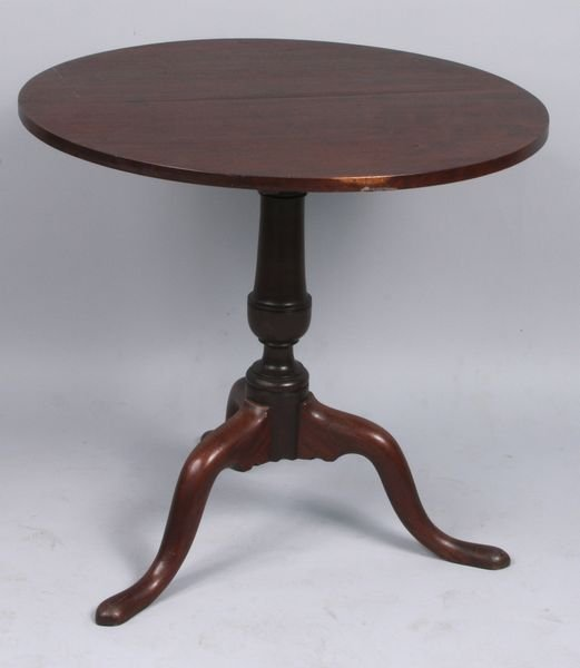 1005: C. 1780 Queen Anne carved mahogany tea table