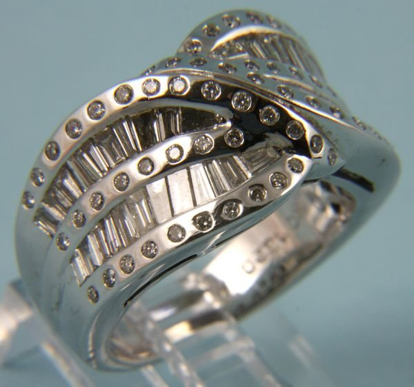 1020: 14k white gold and diamond ring, size 6