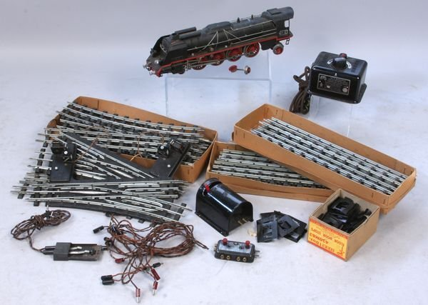 1291: 1930's Marklin train engine and track elements