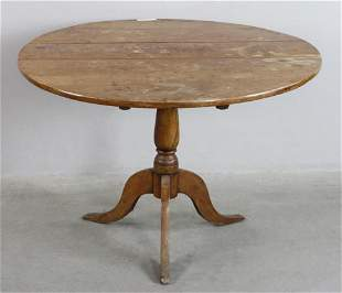 Country Queen Anne Style Table with Chairs