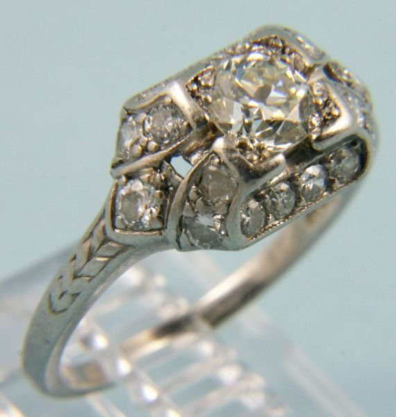 2004: Ladies 1930's platinum and diamond ring