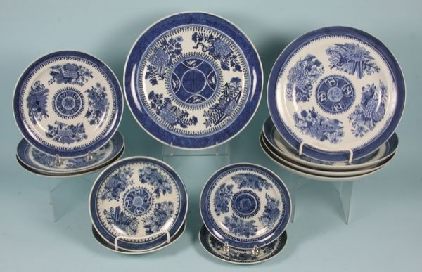 3016: Twelve (12) Pieces of Chinese Export Porcelain
