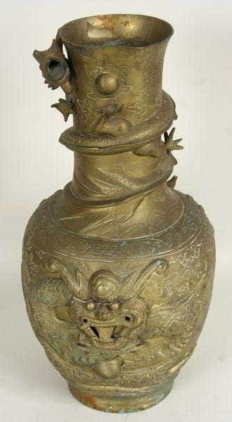 5010: 19th C. Chinese Urn