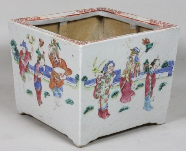 2403: 19th C. Chinese Porcelain Urn
