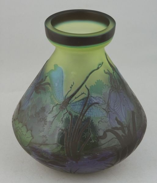 6040: Galle Cameo Vase