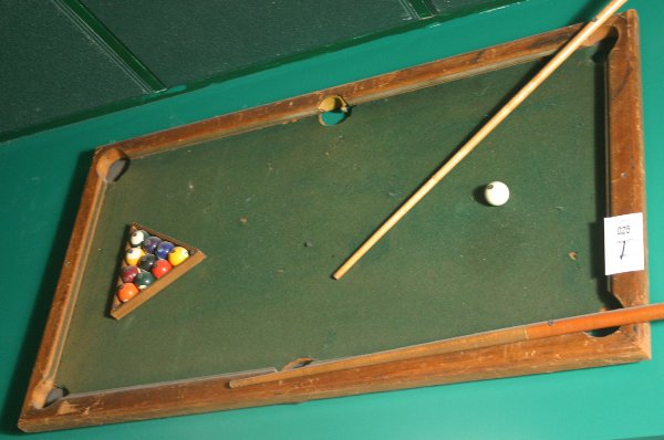 25: POOL TABLE WALL PLAQUE