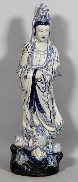1265: Chinese Figure of Guan Yin Statue