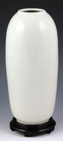 3186: Chinese Blanc de Chine Vase