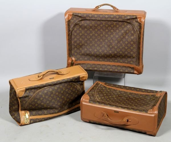 1011: 3 Pieces of Louis Vuitton Luggage