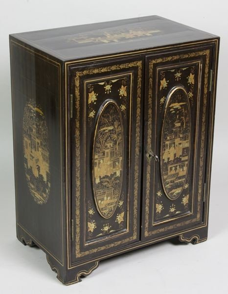 2122: Small Lacquered Cabinet