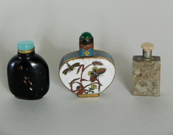 3037: 3 Chinese Snuff Bottles