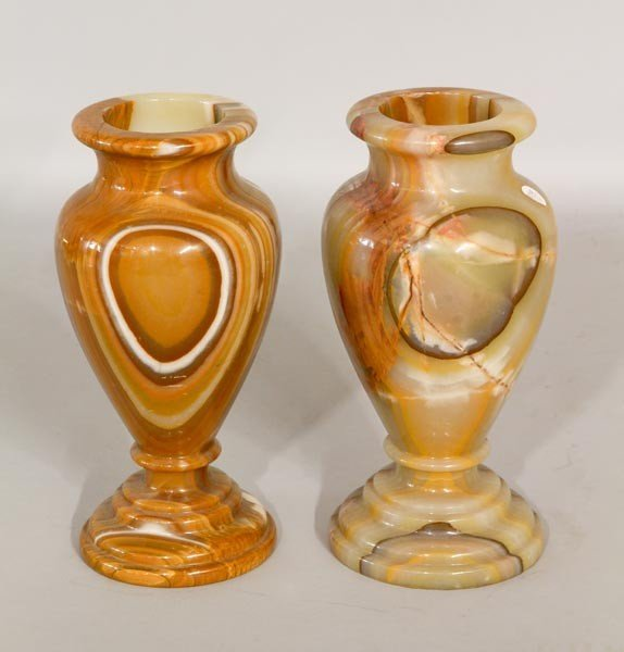 3039: Pair of Marble Urns