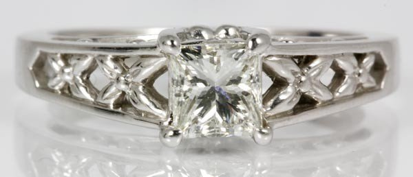 3050A: 14K Gold and Diamond Ring