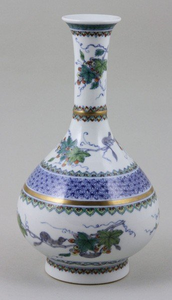 7013: Chinese Early 20th C. Famille Rose Vase
