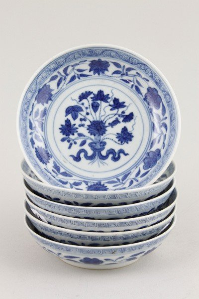 7136: Chinese Republic Period Set of Blue and White Dis