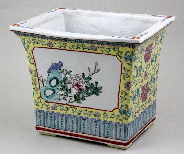 8024: Chinese Early 20th C. Flower Pot