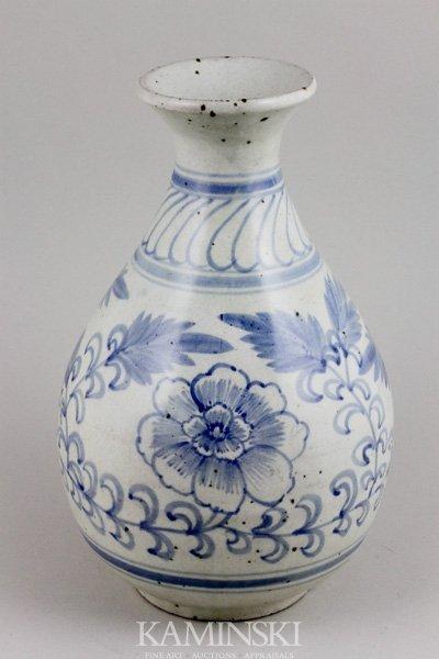 4082: Korean 17th/18th C. Blue and White Vase