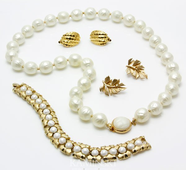 5008: Lot of Trifari Jewelry