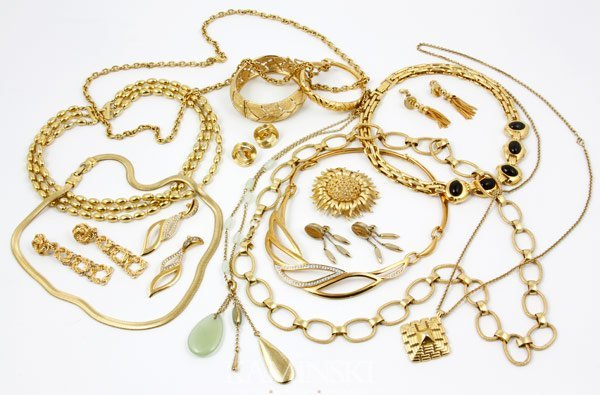 5009: Lot of Monet Jewelry